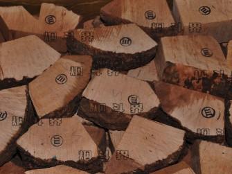 罗密欧三级带皮石楠木料